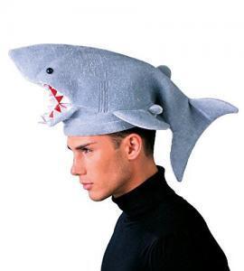 oggetti assurdi - cappello squalo
