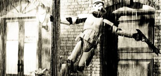 storm trooper cantando sotto la pioggia