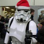 Stormtrooper con cappello natalizio